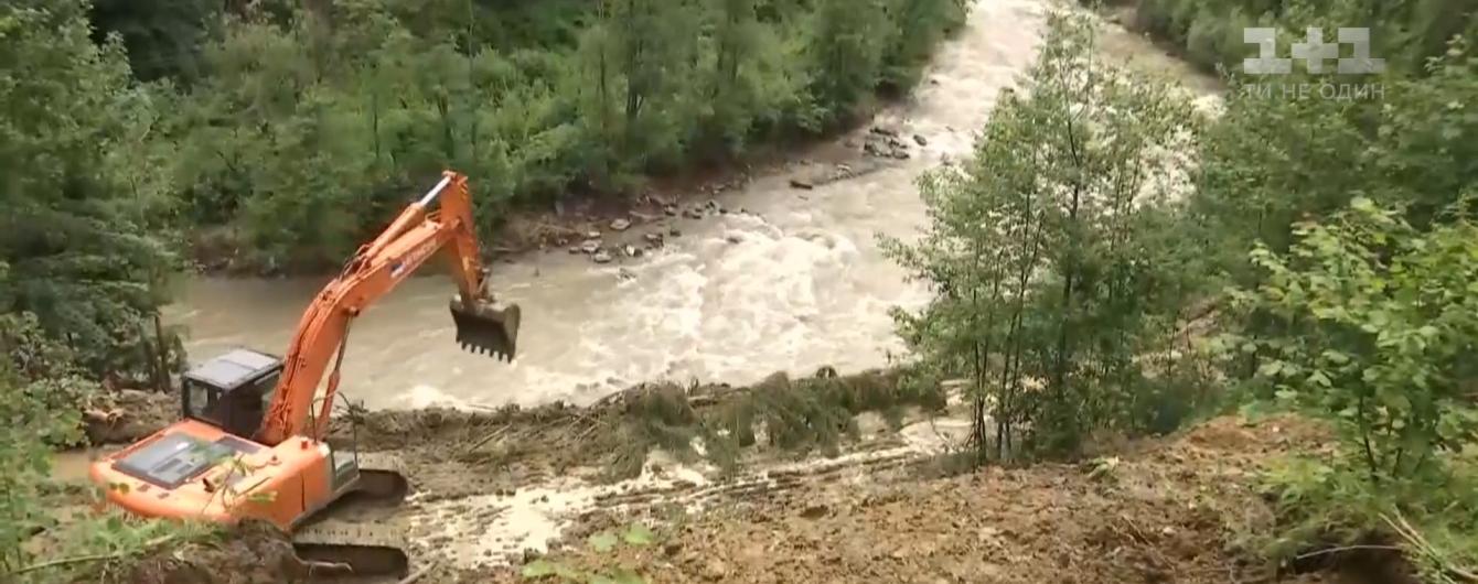 Наводнение на Прикарпатье: в Верховинском районе остаются заблокированными 12 населенных пунктов