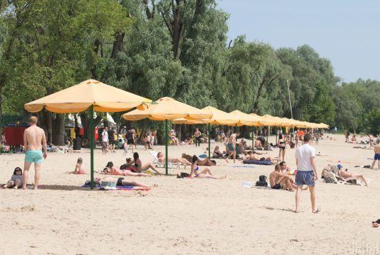 Спека на вихідних чергуватиметься з короткочасними дощами, градом та шквалами - прогноз погоди на вихідні