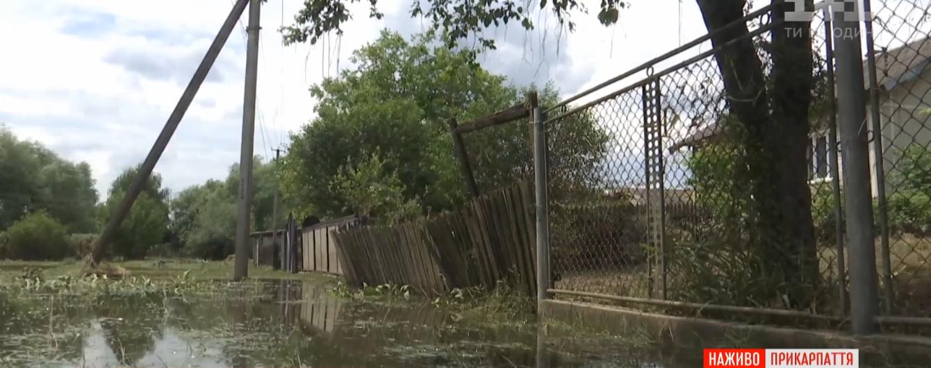 У людей уничтожено все имущество: на Буковине и Прикарпатье ликвидируют последствия стихии и боятся новых дождей