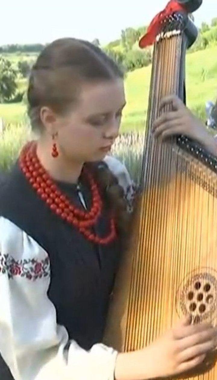 Під Києвом люди зібралися на фестиваль лаванди