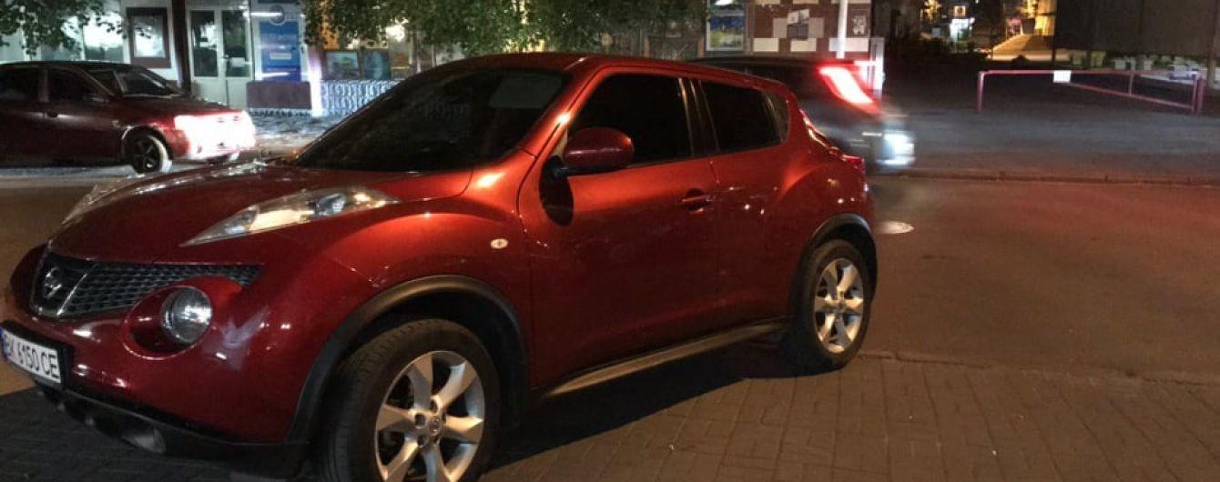 В Ровно полицейская на Nissan травмировала двух пешеходов