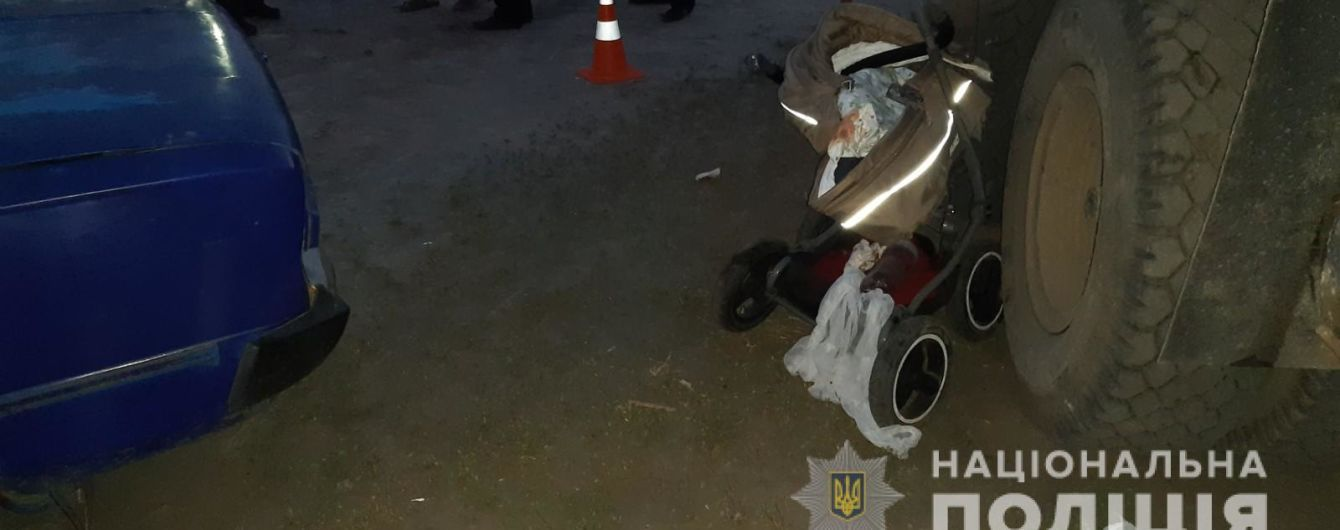 У Харкові чоловіки вбили немовля, поки штовхали неробоче авто