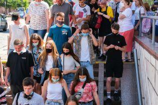 В Україні коронавірусом інфікувалися понад 72 тисячі осіб: за добу виявили понад 1000 випадків