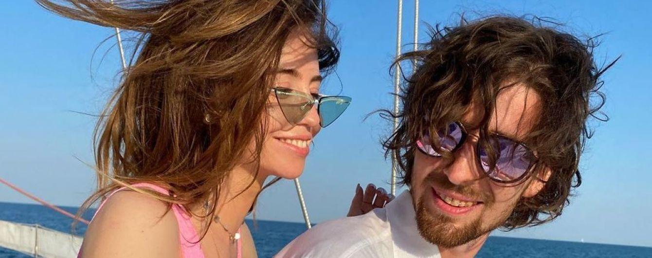 Надя Дорофеева в купальнике поплавала с Дантесом на яхте в Одессе
