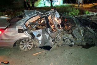 В Херсоне водитель BMW врезался в дерево