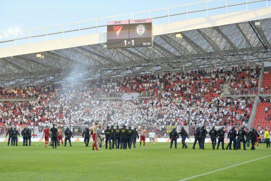 В Угорщині фанати напали на футболістів після вильоту клубу з вищого дивізіону