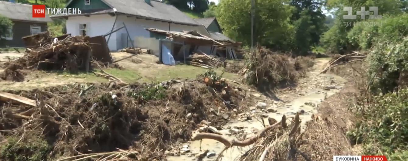 Горы ила, камней, деревьев и непригодные для жизни дома: как восстанавливаются после стихии Прикарпатье и Буковина