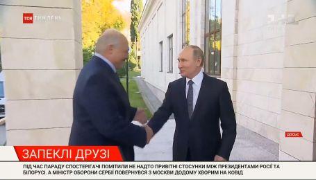 Під час параду у Москві Путін та Лукашенко ледве дотримувалися дипломатичного етикету