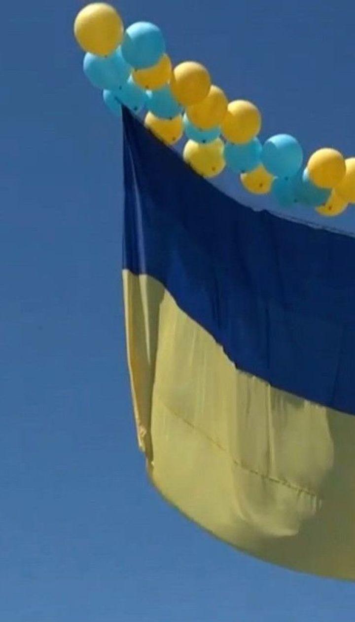 Над окупованим Донецьком замайорів величезний прапор України
