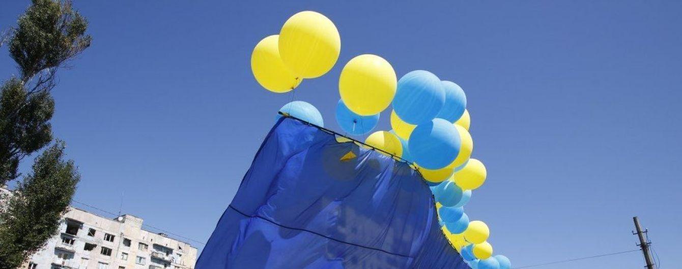 Над тимчасово окупованим Донецьком замайорів 15-метровий прапор України