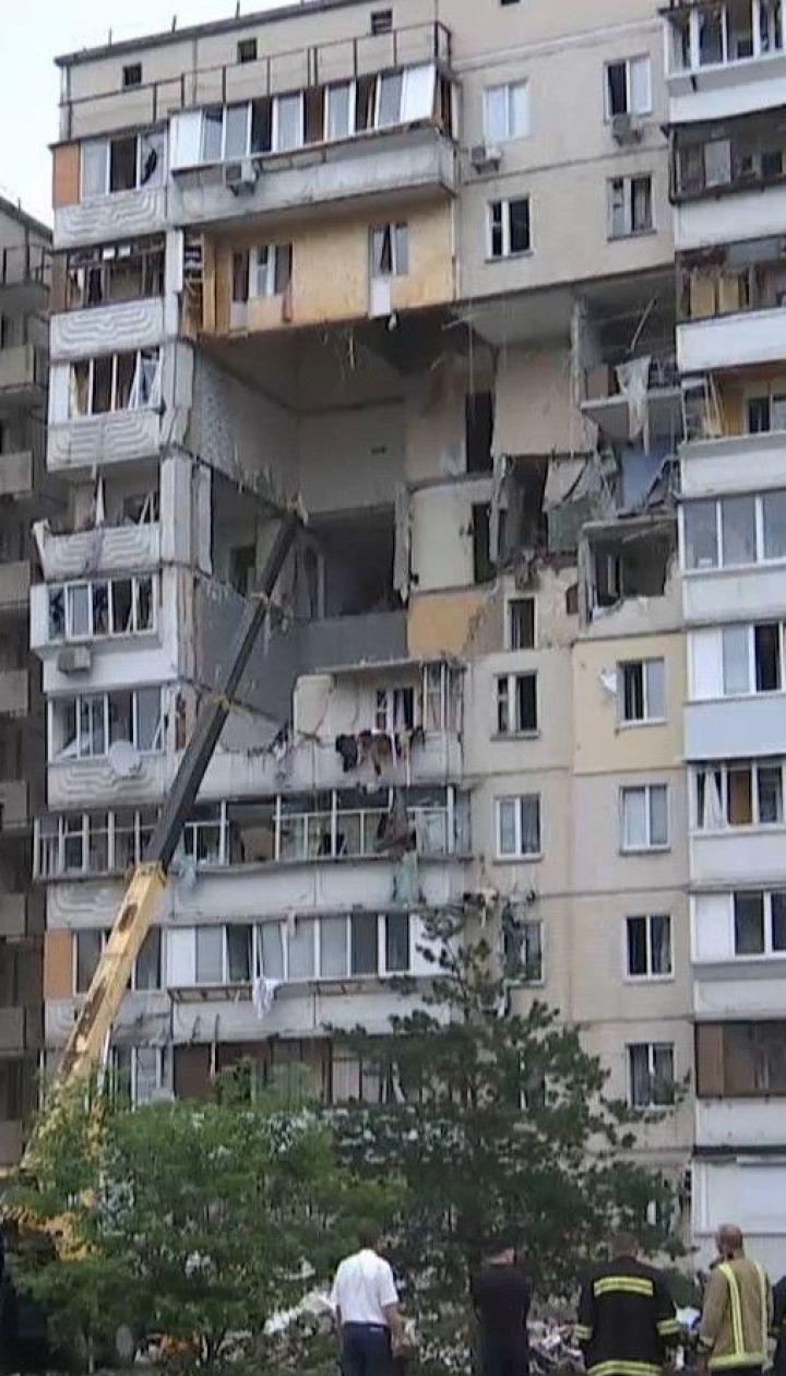 Взрыв газа на Позняках: жильцы дома устраивают импровизированное прощание