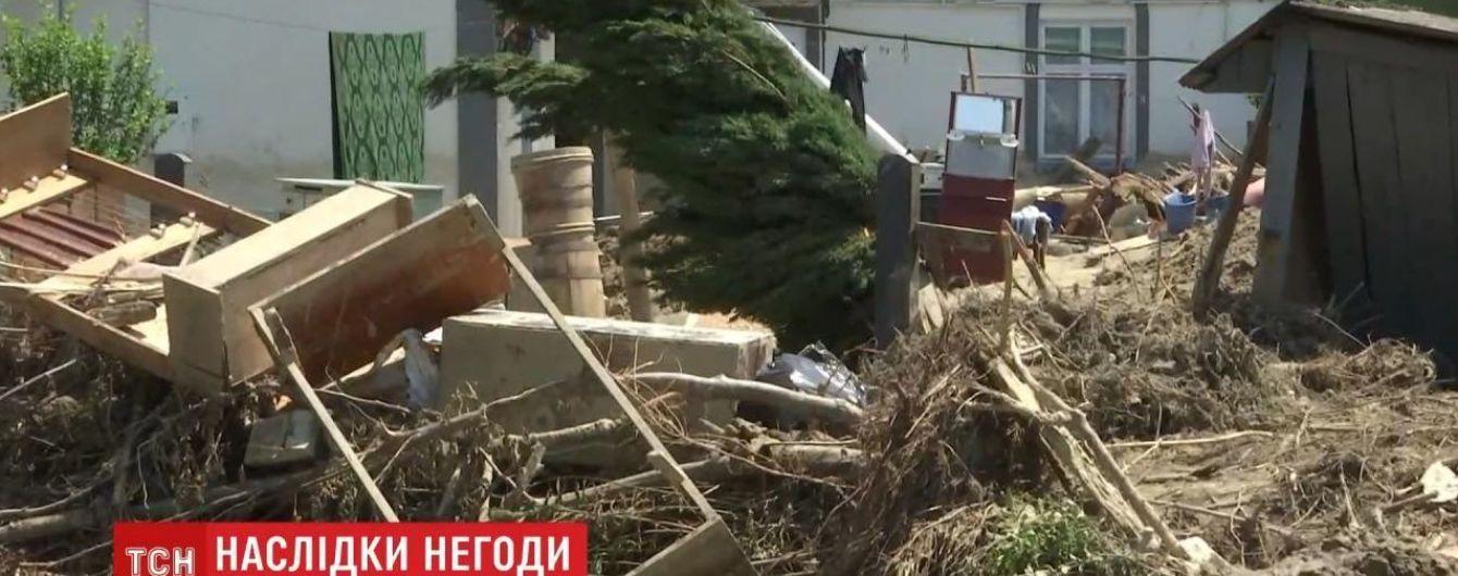 """""""В домах ничего не осталось"""": вода из Прута уничтожила все имущество людей в селе на Буковине"""
