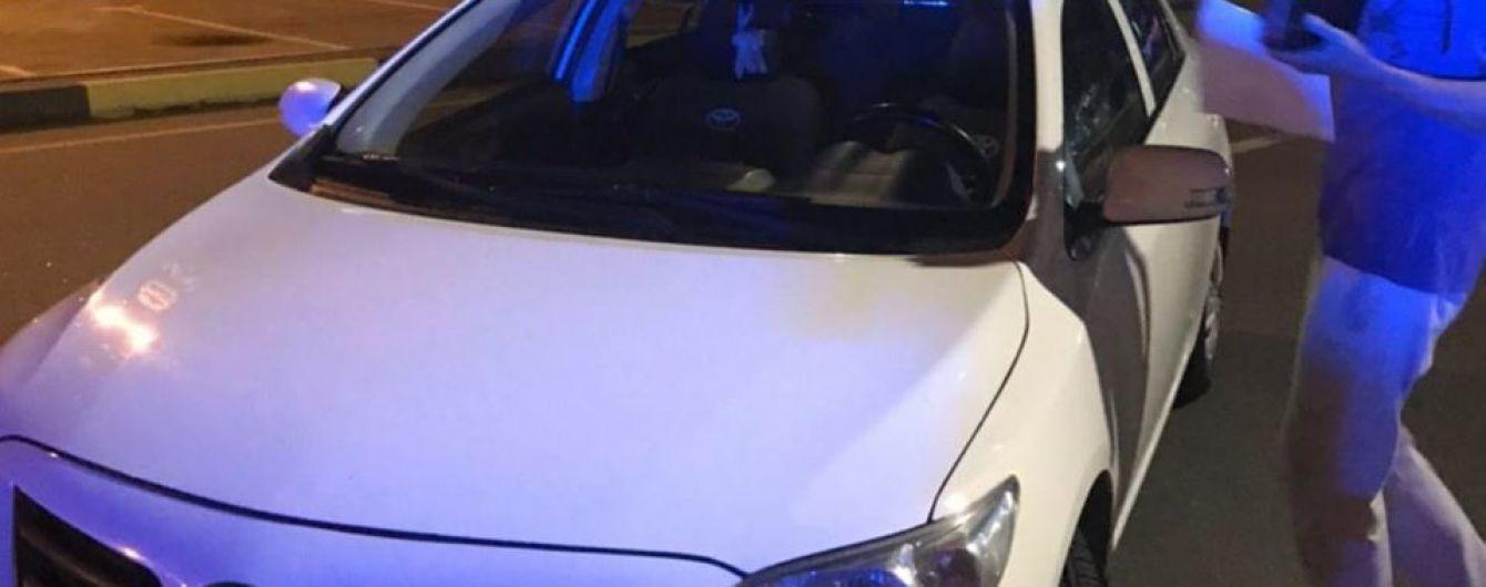 """В аеропорту """"Бориспіль"""" патрульні зупинили таксиста """"під кайфом"""""""