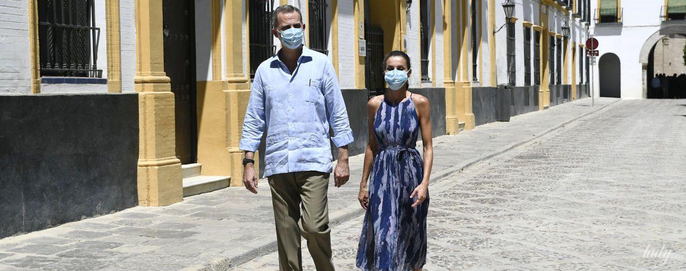 В стильном платье и эспадрильях: королева Летиция с мужем прогулялись по Севилье