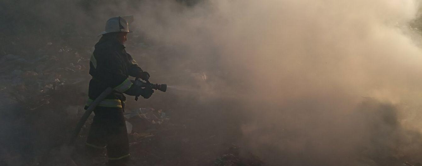 В Киевской области горела стихийная свалка