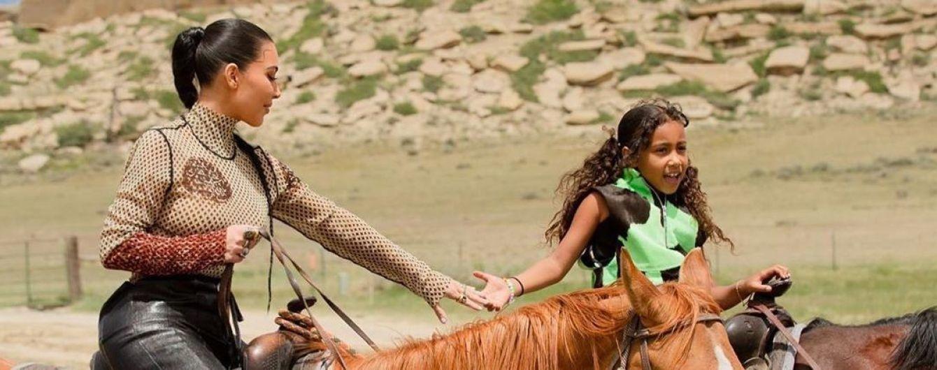 Кім Кардашян влаштувала на ранчо ковбойське свято на честь семиріччя дочки