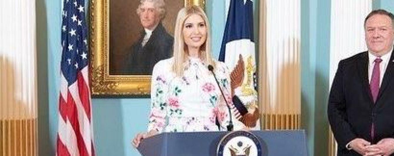 У сукні з квітковим принтом: Іванка Трамп у ніжному образі виступила на офіційному заході