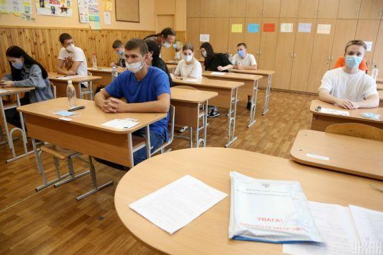 У МОН підрахували, скількох випускників не допустили до ЗНО з української мови через ознаки ГРВІ