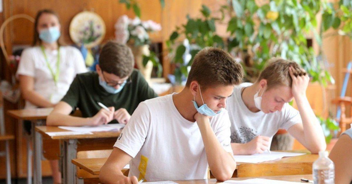 Санітарні пости, маски та ізолятори: як готуються школи до навчального року в умовах пандемії