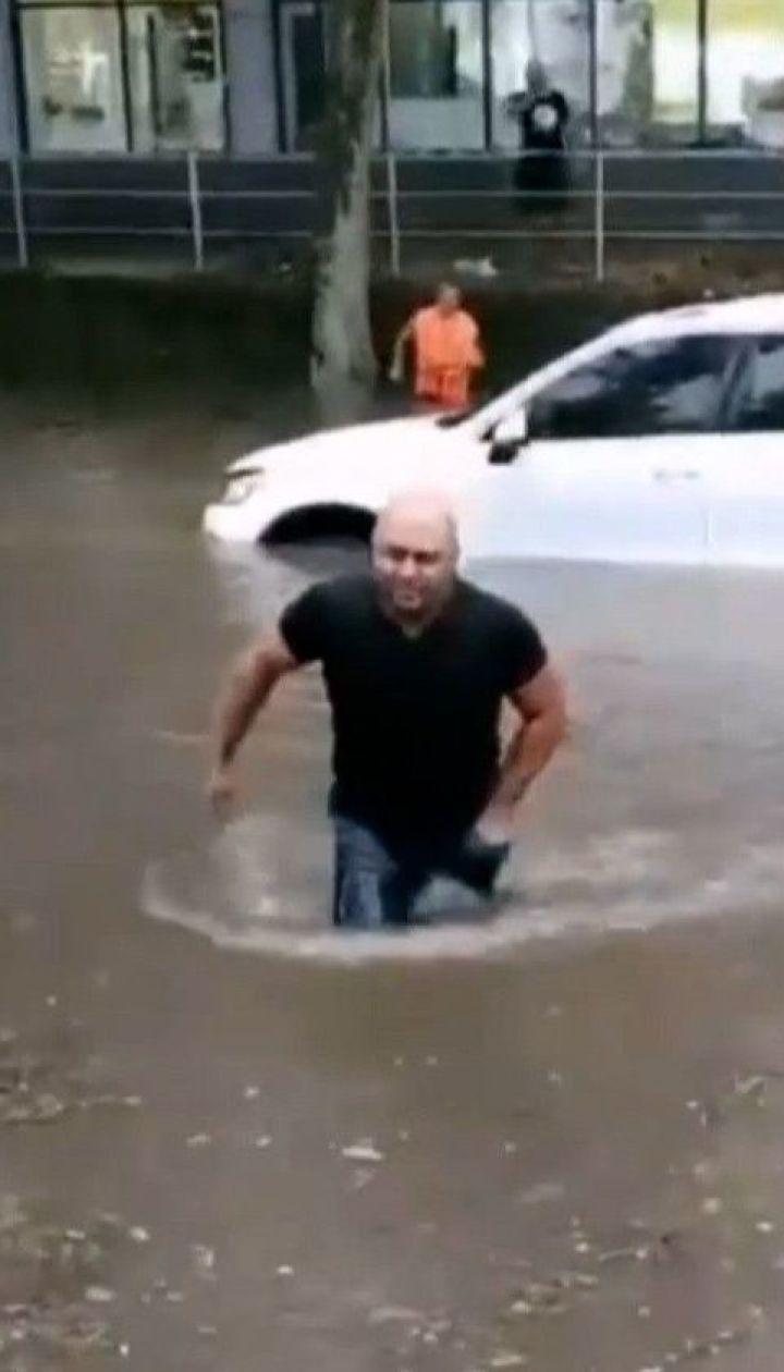 Мощный ливень затопил Николаев и Херсон