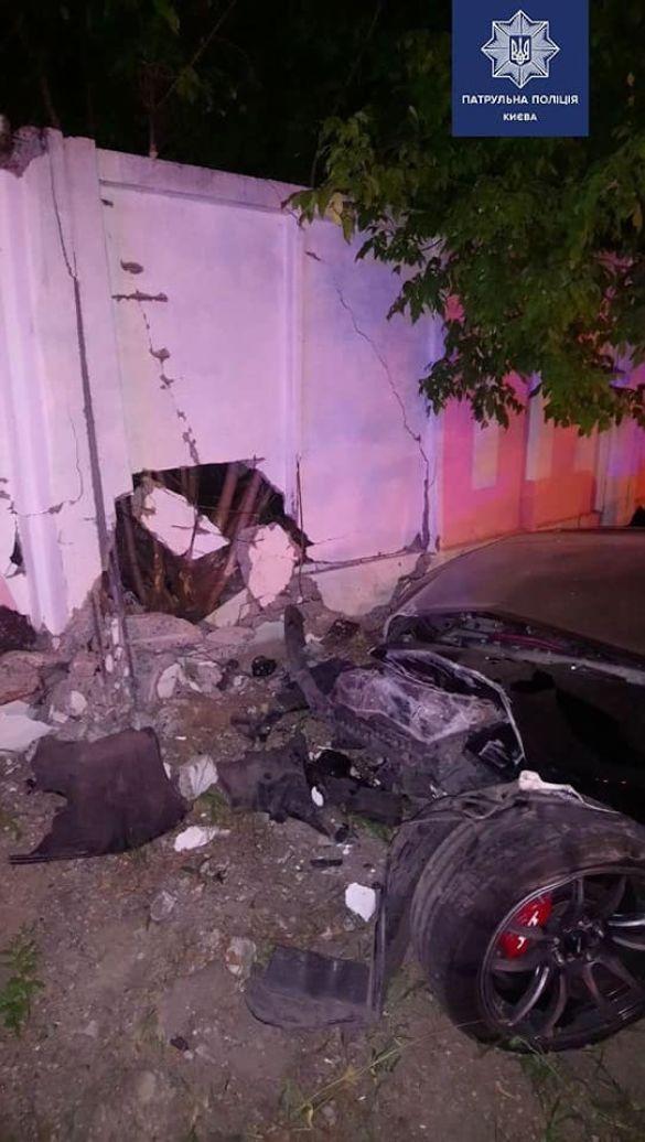 Водійка у стані сп'яніння влетіла у бетонний паркан