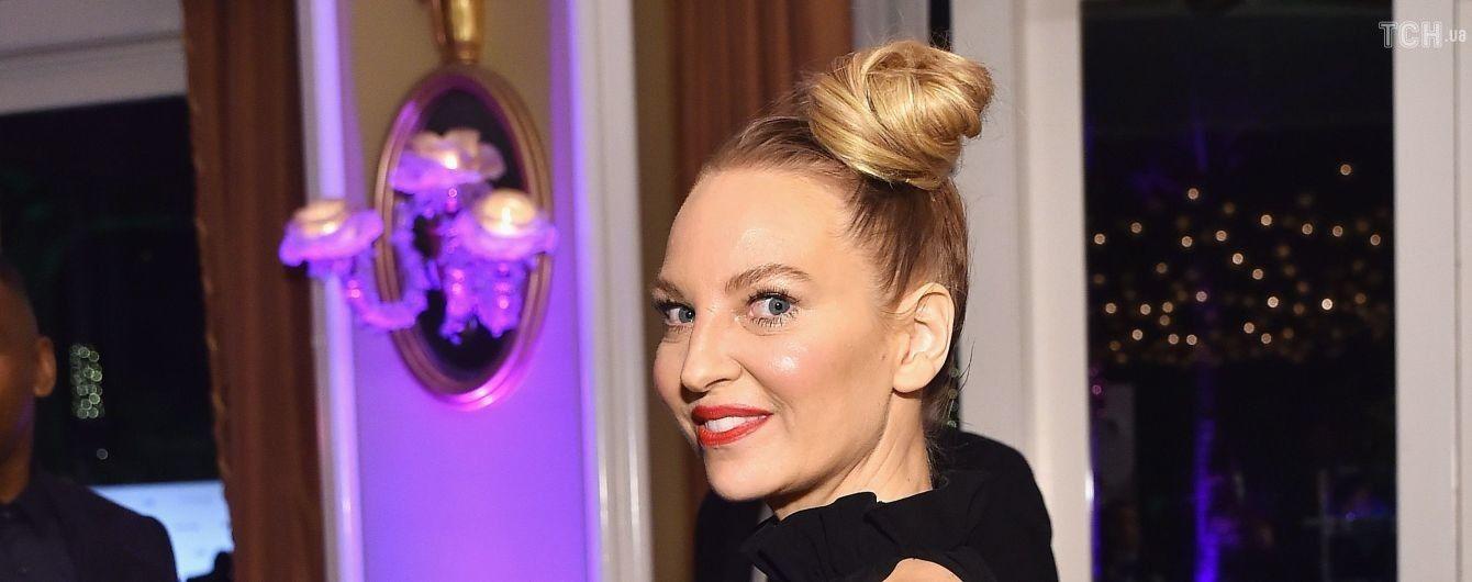 44-летняя певица Sia неожиданно стала бабушкой