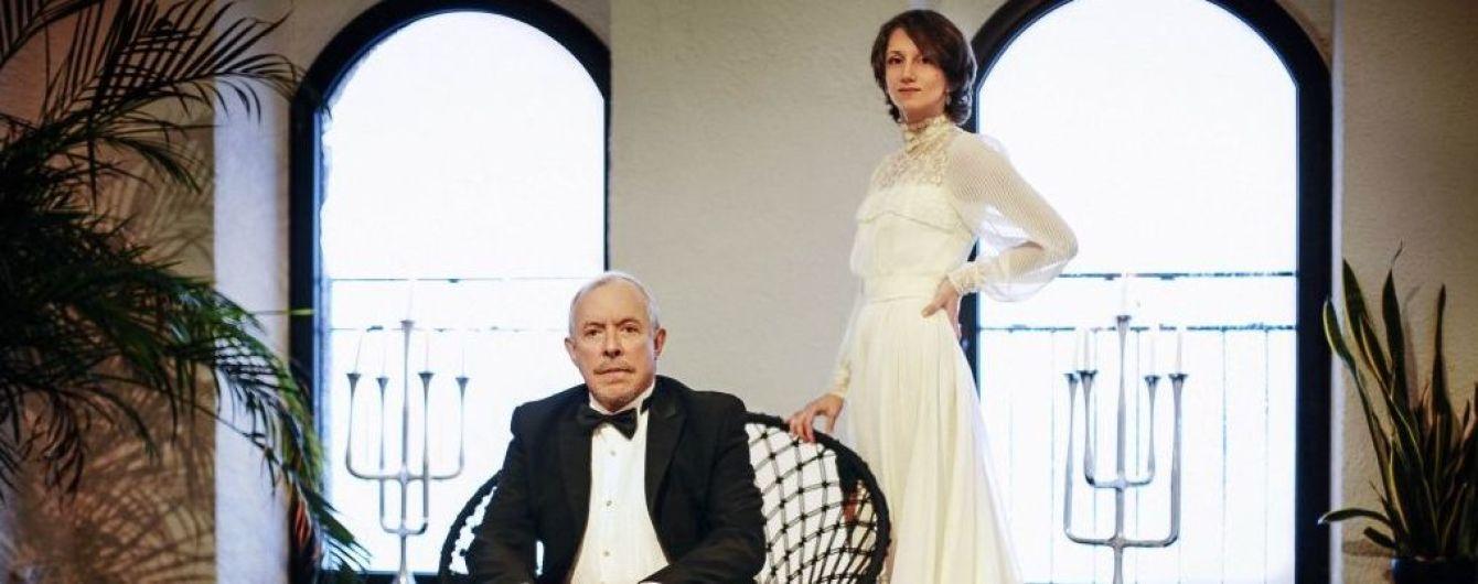 Серйозний Макаревич та щаслива наречена: у Мережі з'явилися нові фото з єврейського весілля артиста