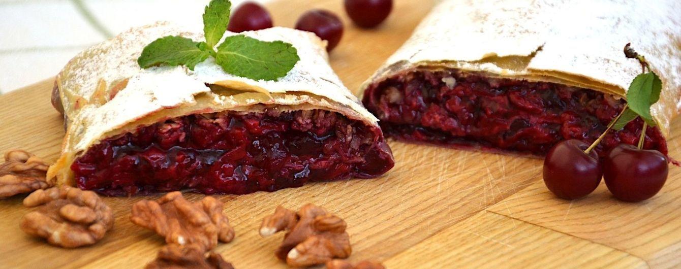 Віденський штрудель з вишнею та вівсяними пластівцями - смачний десерт