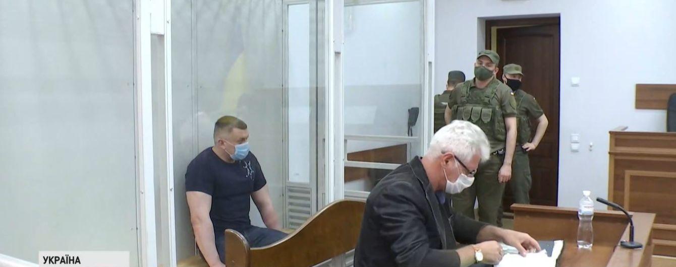 В Киеве судят сына депутата, который обещал продать волонтерам авто для фронта и сбежал с деньгами
