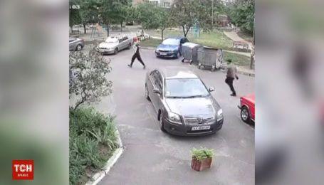 В Киеве двое человек украли у матери ребенка