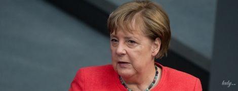 Має ефектний вигляд: Ангела Меркель приїхала до бундестагу на розкішній автівці