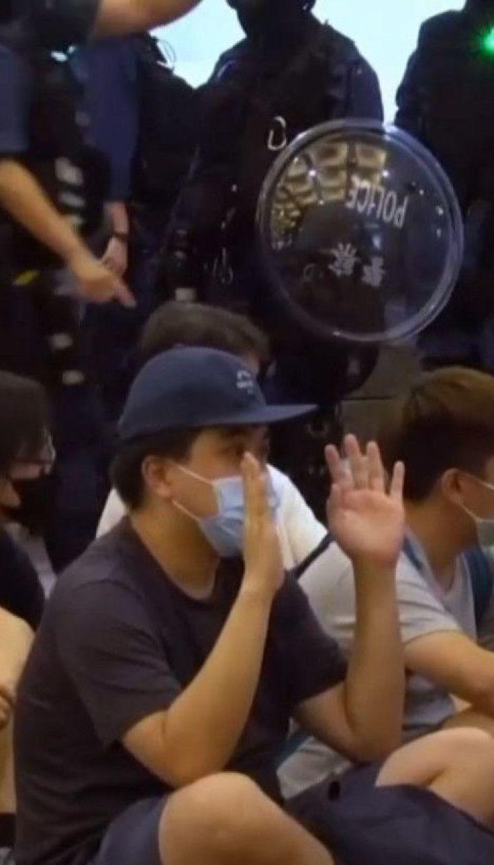 У Гонконгу відбулися перші арешти за скандальним законом про національну безпеку