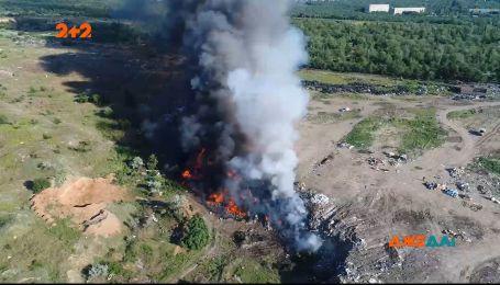 Вторые сутки горит свалка использованных шин в Николаевской области