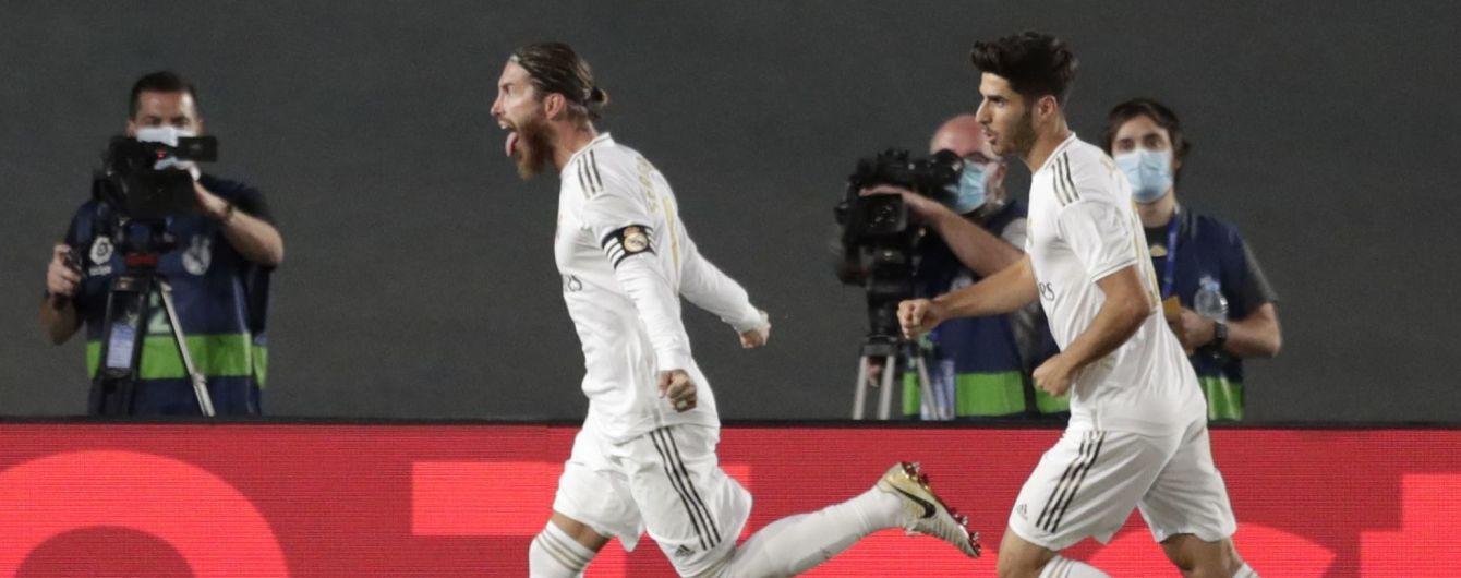 """Серхио Рамос принес победу """"Реалу"""", который оторвался от """"Барселоны"""" в чемпионской зарубе"""