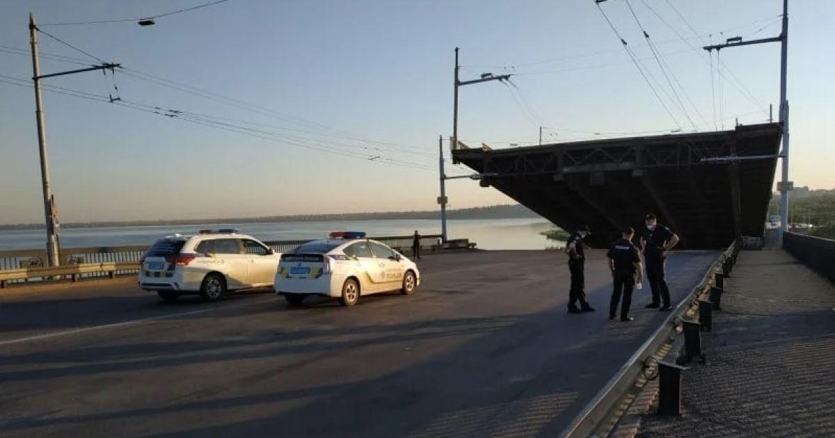 """""""Сломанный"""" разводной мост в Николаеве заварили намертво 10-тонными блоками"""