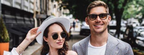 Володимир Остапчук з новою коханою у Києві влаштували вуличну фотосесію