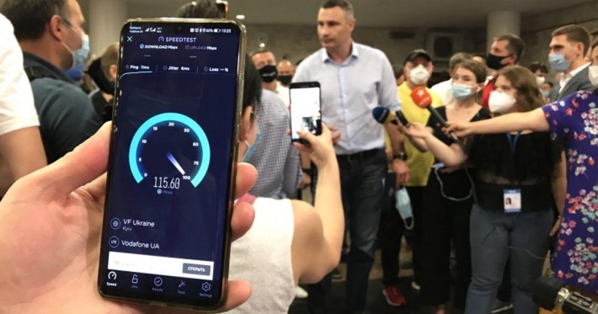 Мобільний зв'язок 4G став доступний на дев'ятьох станціях київського метро: список