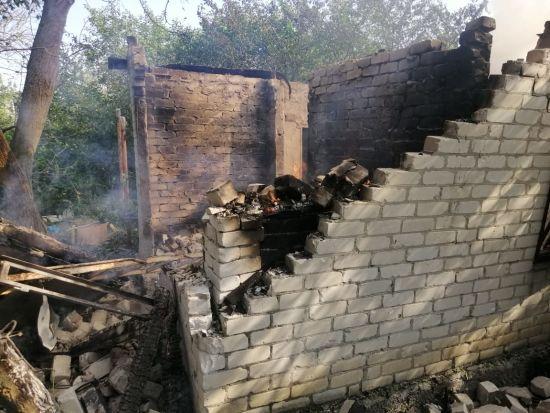 Бойовики обстріляли приватний сектор у Авдіївці - зруйновано два будинки