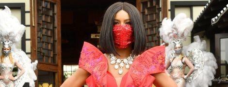 Розкішні вбрання і екстравагантні маски: у Каліфорнії відбувся фешн-показ