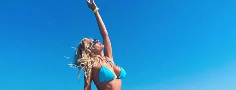 """Экс""""ВИА Гра"""" Миша Романова показала идеальную фигуру в голубом бикини"""