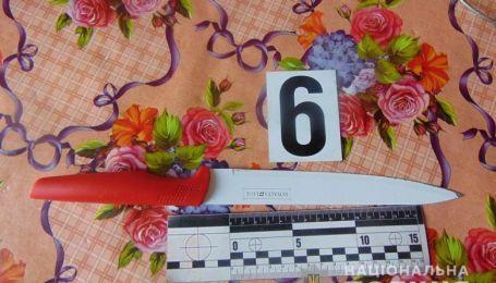 В Киеве на Оболони свекровь схватила кухонный нож и ударила невестку в грудь