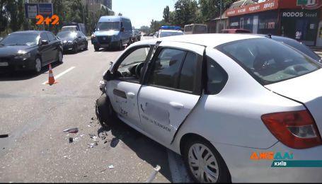 У Києві зіштовхнулись одразу 4 автомобілі