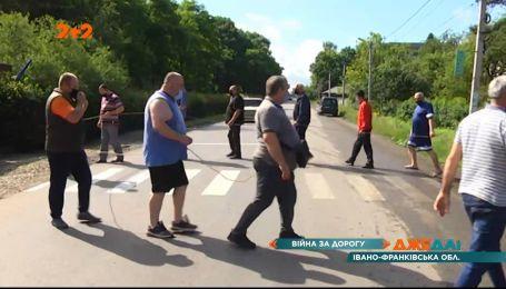 В Болехове люди в знак протеста перекрыли дорогу государственного значения