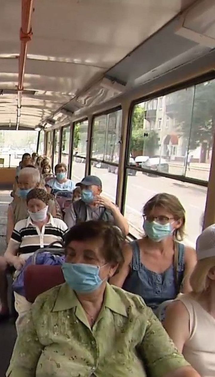В Киеве водитель троллейбуса устроила драку из-за упрека о маске от пассажира