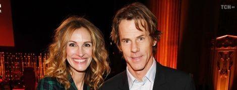 После слухов о разводе Джулия Робертс чувственно поздравила мужа с 18-летием брака