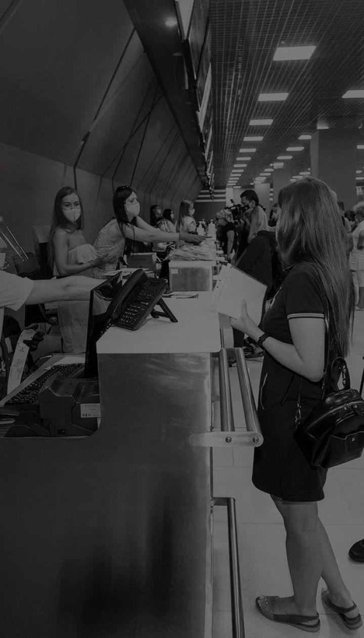 В аеропорту Афін затримали 17 українських туристів