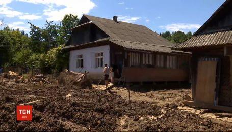 Знову затопило: на Прикарпатті дощі спричинили повені
