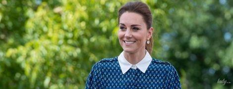 У синій сукні з білим коміром: герцогиня Кембриджська з чоловіком відвідала лікарню королеви Єлизавети