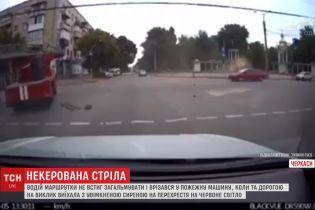 В Черкассах произошла авария с участием маршрутки и пожарной машины