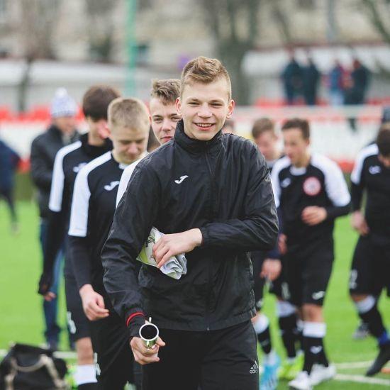 У Росії в 16-річного футболіста влучила блискавка на тренуванні: з'явилося відео
